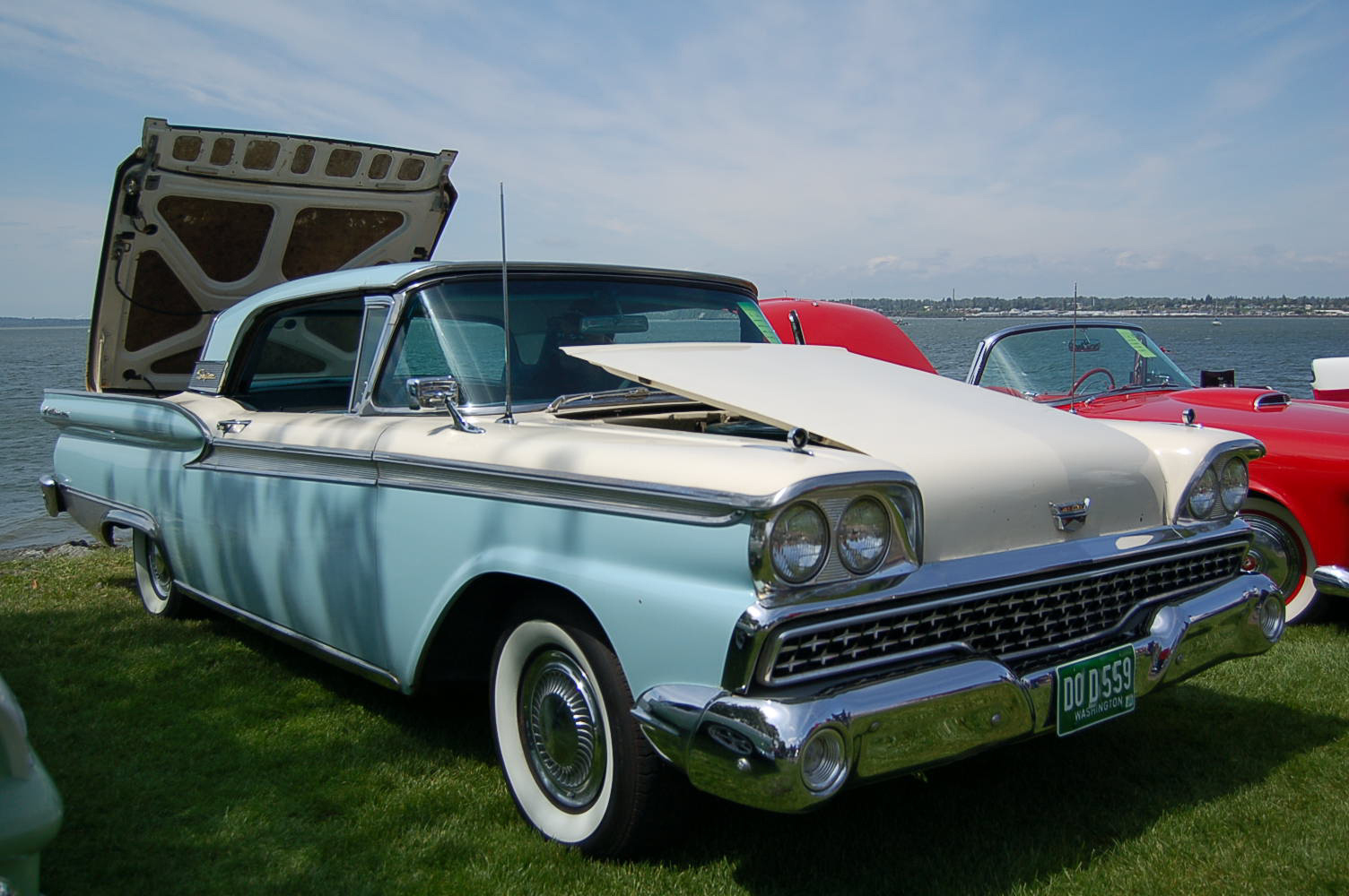 Vintage 1959 ford galaxie skyliner in stock colonial white m0755 and wedgewood blue